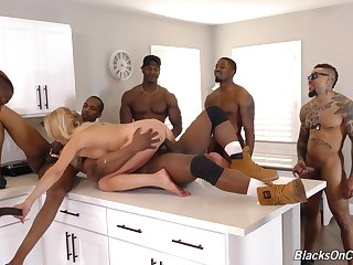 Hottie Blond Hair Babe Maw Whore In Ir Gangba - erica lauren