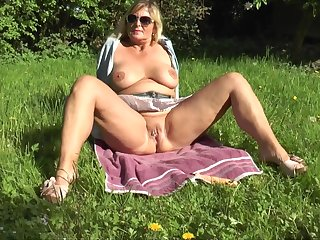 Dildo Play In The Garden - TacAmateurs