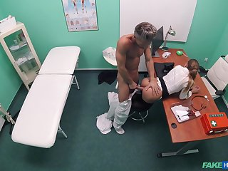 Doctor suits this babe's sexual needs after stripping say no to