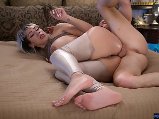 Full anal seduction for this blindfold bore woman