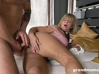 Granny takes her dose be useful to cock with respect to a seem like XXX