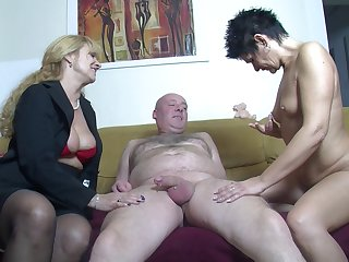 Amateur FFM threesome at one's disposal home with four cock loving German sluts
