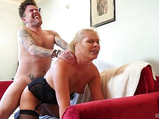 Young lad ass fucks auntie with a asinine home XXX