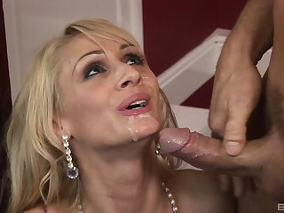 Energized nude porn with a slim blonde addicted to the load of shit